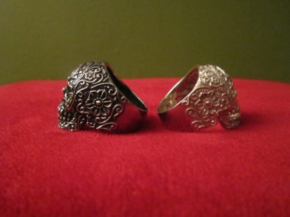 Skull rings - side view
